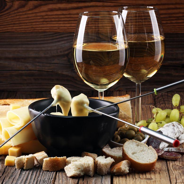 Вино и фондю для двоих