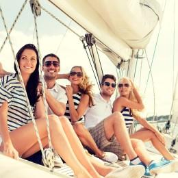 Большая яхта с друзьями