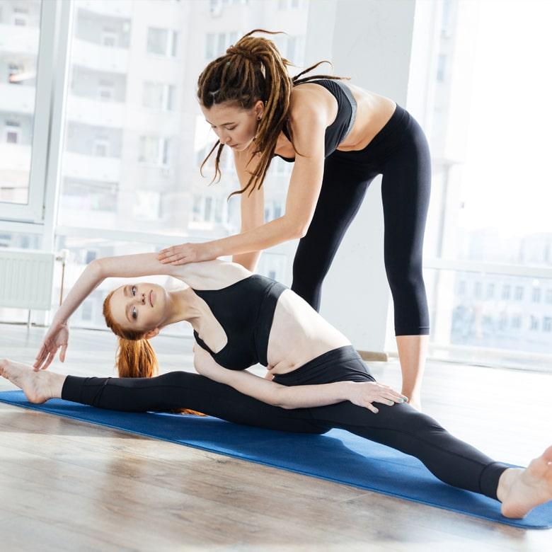 Йога в группе для двоих